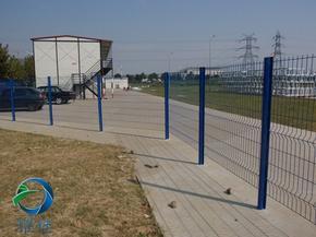 桃型立柱三道弯护栏网美观大方安全坚固-耀佳丝网