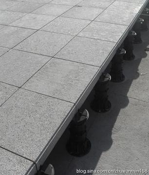 """广场架空系统新材料""""万能支撑器"""""""