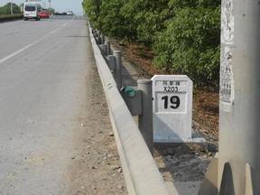 玻璃钢公路里程碑