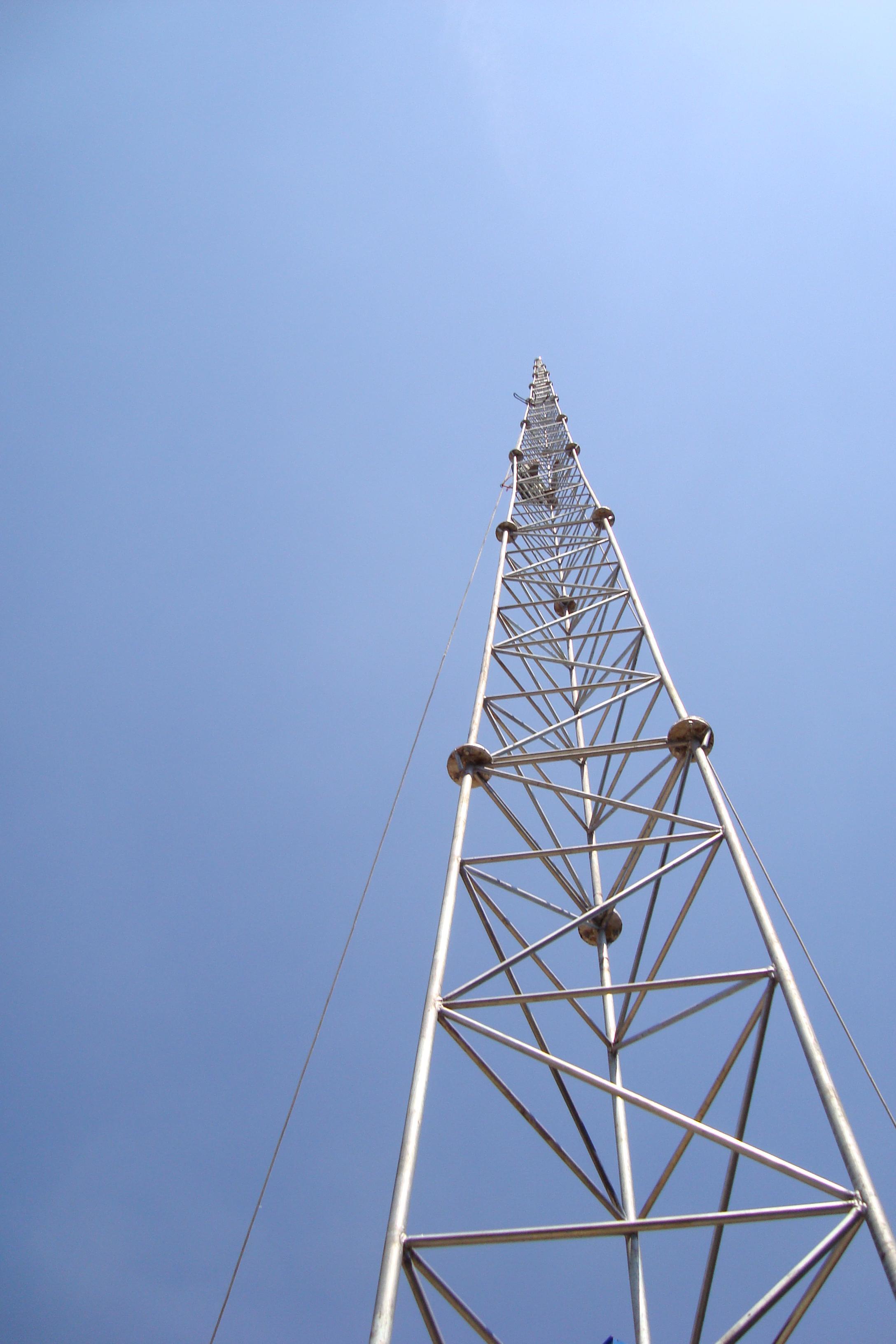 三角移动信号塔基础图片