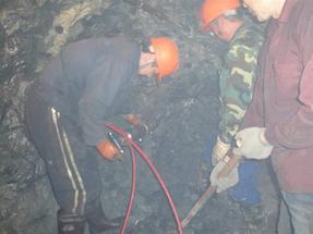隧道涵洞无声免爆开采岩石设备机械