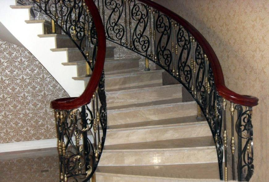 欧式铁艺旋转楼梯扶手图片