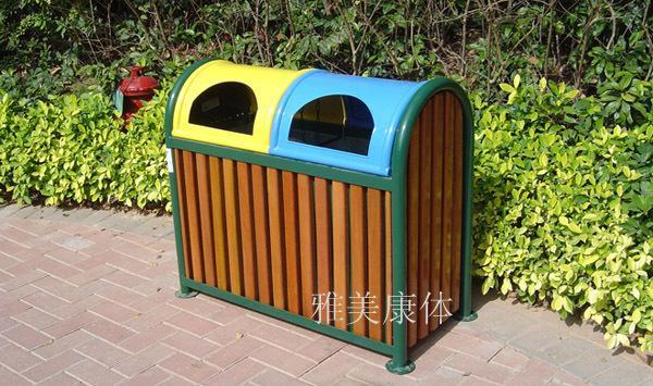 钢木结构;分类回收垃圾,采用优质进口木材制作,产品结构经过特殊工艺处理,钢件表面静电喷粉,在户外使用耐侯性久,光泽度佳,重量重,具备分类收集垃圾,提高环保意识。 款式如实物图 规格:1090X500X950mm 大容量 单价:700元/套(双桶型)
