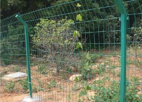 围山圈养专用围挡墙铁丝网首选双边丝护栏
