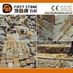 锈色浅绿色自然石墙石