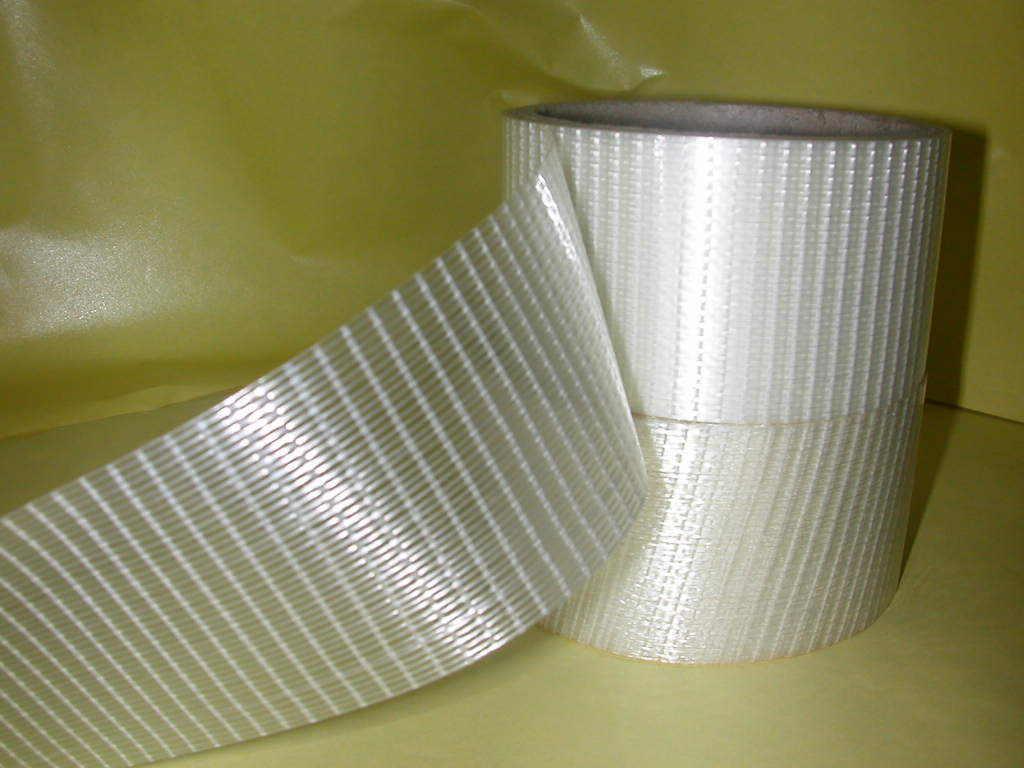 网格玻璃纤维胶带系列 物理参数: 胶粘剂类型: 合成橡胶树脂 基材: PET 加强物: 玻璃纤维 总厚度: 0.20±0.01mm 颜色: 透明 贮存方法: 建议置放于清洁干燥的地方,防止包装破损,避免和挥发性溶剂堆放在一起,存储温度在4~26湿度40%~50%,轮换放置库存。 性能参数: 剥离强度: ≥50N/25MM 拉伸强度: 300N/25MM 断裂伸长率:3% 初粘力:≥19#钢球 持粘力:≥24h 详细介绍: 以PET 膜及玻璃纤维为基材涂布,纹织双向纤维胶带