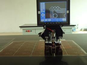 菲林新型自动定位打孔机