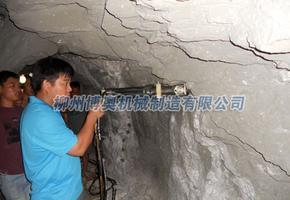 隧道开挖无声爆破钻采机