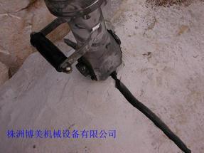 孤石分裂用什么设备---液压分裂机-博美分裂机