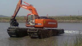 水陆挖掘机出租  水上挖掘机租赁