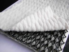 福建三维复合排水网 生产设备先进