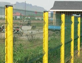 低碳不锈钢丝桃形立柱护栏网