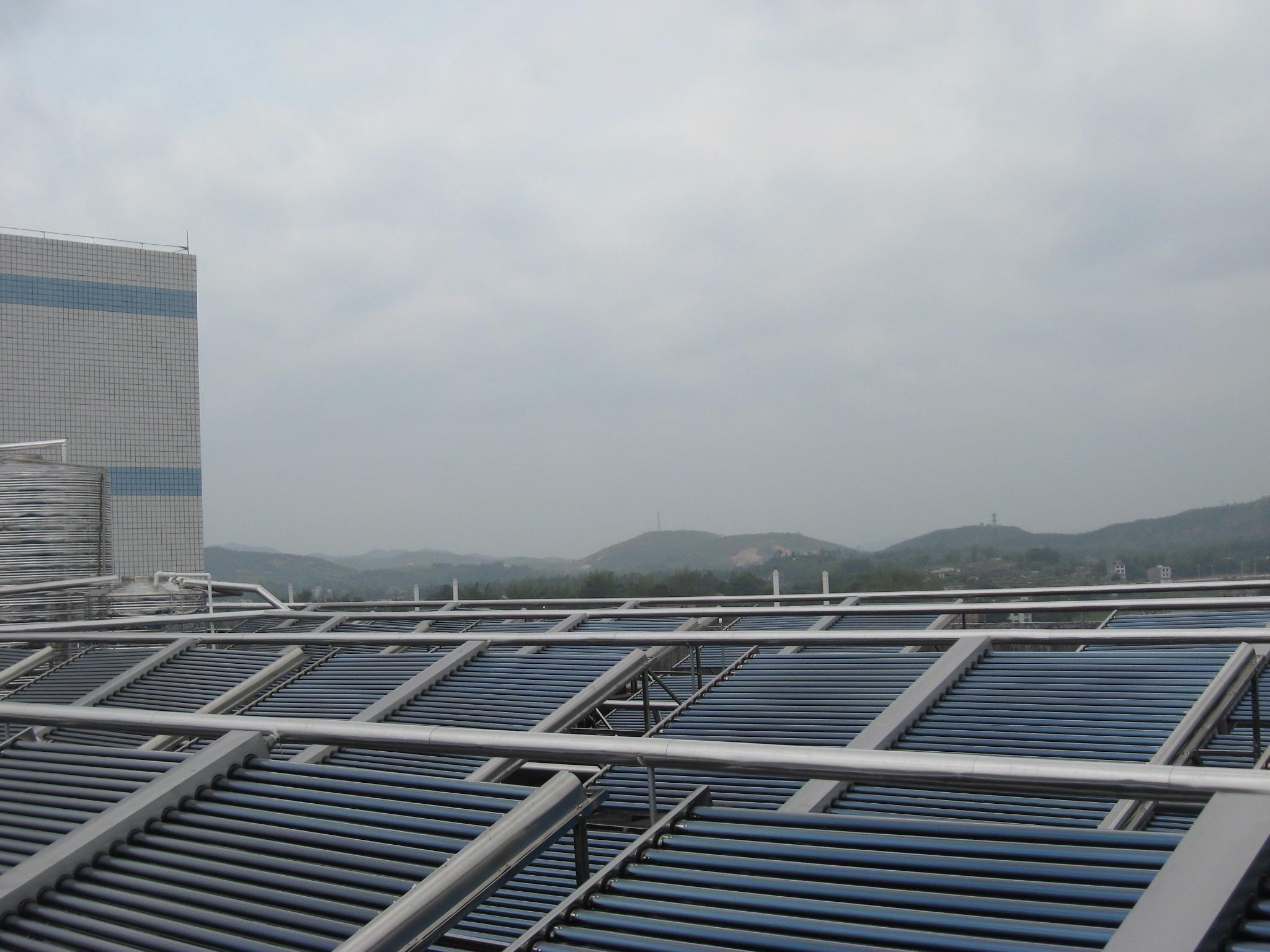 供应东莞太阳能热水器 空气能热泵热水器安装 厂家直销 热高清图片