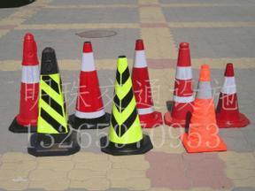 反光路锥警示锥塑料方尖锥禁止停车交通路障设施牌雪糕筒方锥