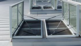 屋顶电动采光排烟天窗