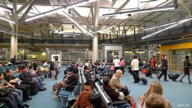 飞机场等候大厅钢结构网架除锈防腐