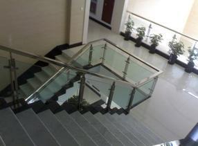 北京商场不锈钢楼梯立柱