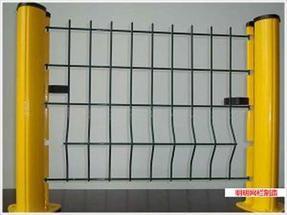 三角折弯护栏网 、护栏网经销、护栏网使用
