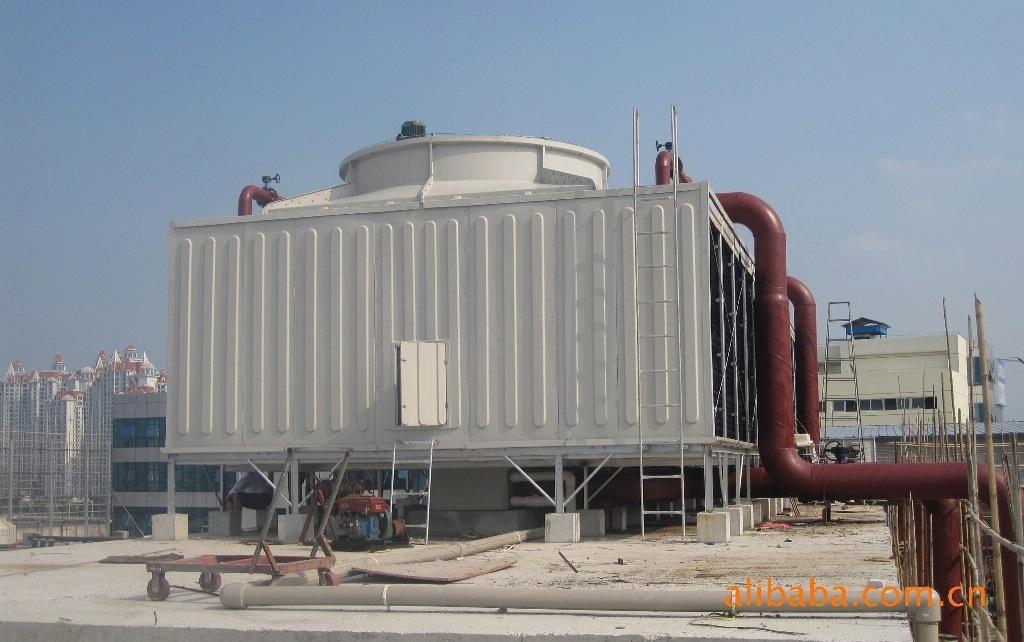 咸宁冷却产品分为:圆形逆流式冷却塔,方形逆流式冷却塔,方形横流式冷却塔。圆形逆流式冷却塔分为:标准型、高温型、低噪音型、超静音型。本公司生产的冷却塔系列产品耐腐蚀、强度高、美观耐用,并且运输、安装和维修都较方便。被广泛应用于中央空调、冷冻、电力、轻纺、化工、注塑等行业,冷却水循环系统尤为适宜。其产品型号齐全,性能优越,质优价廉,深受用户欢迎。 1、塔体金属构件:塔体金属材料为内卷边槽钢和角钢,所有五金件外表面均经热浸锌处理,刚性佳、重 量轻、互换性强,确保冷却塔在恶劣的环境下长时间运行正常。 2、塔体表面