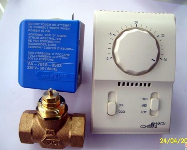 江森风机盘管T2000温控器+VG4400GC二通阀体+VA-7010-8503执行器江森风机盘管三件套:T2000系列温控器+VG4400GC-C二通阀体+VA-7010-8503-C执行器。同时还可以配套液晶温控器T6334系列。江森风机盘管T2000温控器+VG4400GC二通阀体+VA-7010-8503执行器用于中央空调系统风机盘管末端控制设备,有温控器控制水阀开关从而达到换热制冷效果。 JOHNSONCONTROLS江森自控楼宇空调供暖自控产品型号大全 JOHNSONCONTROLS江森自控浸