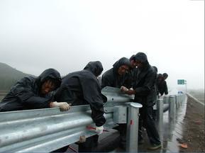 波形梁防撞护栏|镀锌护栏板|绿色护栏板