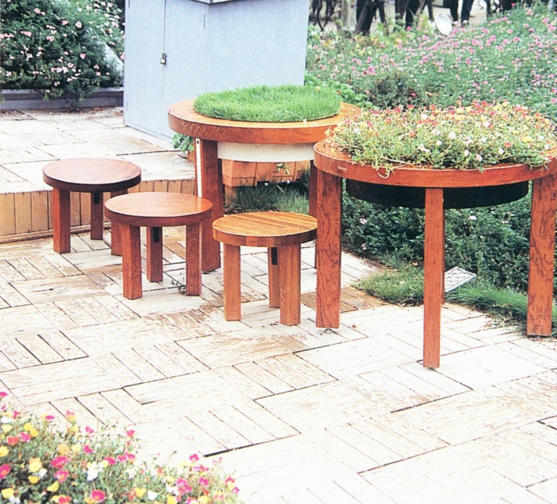 ¥ 3300            木制户外家俱有:垃圾筒花箱花架廊亭