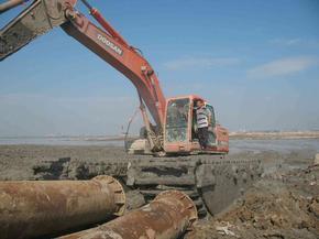 湖北江南水利卡特320水陆两栖挖掘机出租