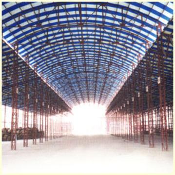 """网架支撑钢架采用施工人员""""座式登高板悬吊施工作业"""",由上至下分段"""