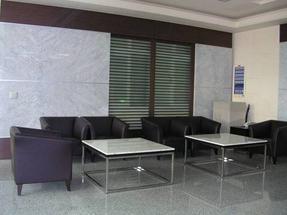 供应石家庄办公室办公桌玻璃隔断墙制作安装