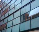 制作安装钢化玻璃幕墙