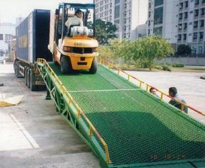 供应山东YZXQ移动式液压登车桥