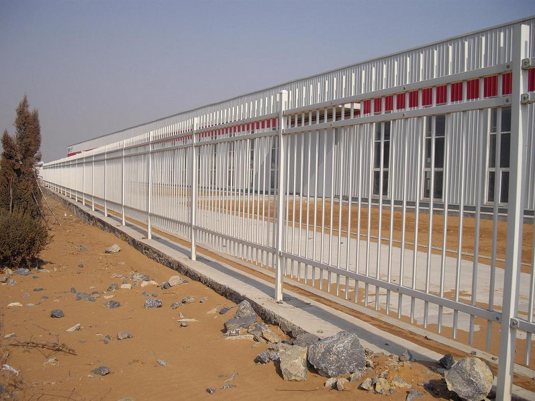 定西镀锌喷塑钢板立柱专业护栏_山东诚通金属材料有限公司