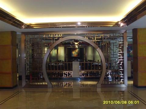 真空电镀不锈钢圆拱形酒店装饰屏风图片