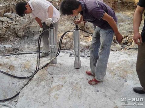 昆明房屋地基,电塔基坑岩石开挖设备,液压劈裂机