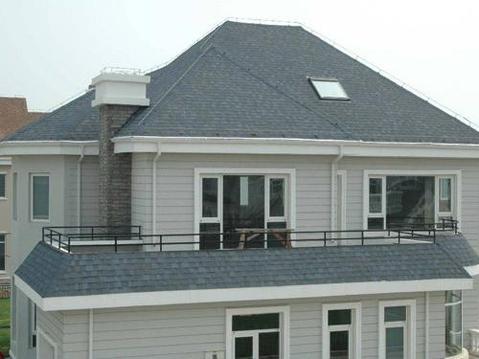 沥青瓦施工流程  对木屋顶,施工流程为:安装木屋架及檩条铺设屋面