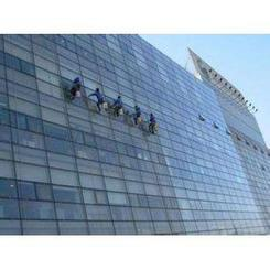 大楼安装幕墙玻璃