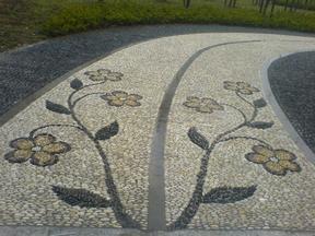 鹅卵石图案铺路工程实例