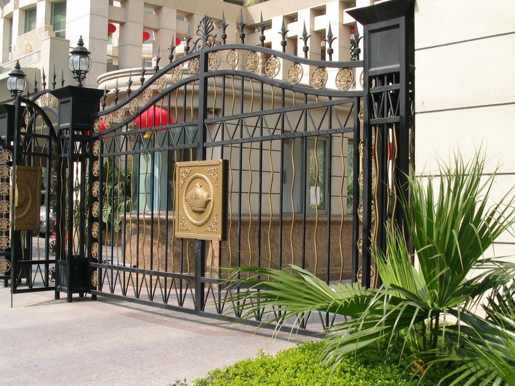 电控防盗门,住宅高级防盗门,欧式风格门,美国车库门,铸铁护栏,绿化花