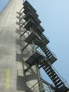 温州烟囱平台旋转楼梯安装、Z形钢折梯安装、安装螺旋形爬梯