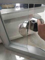 西安专业供应安装玻璃狗办公室玻璃门指纹锁智能刷卡密码锁平移门单双开免开孔