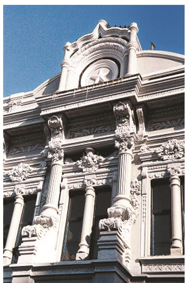 GRC构件,全称:GRC建筑细部装饰构件。规范的简称:GRC建筑细部。 GRC建筑细部装饰构件由于名称太长,不便于记忆,常被简称为GRC构件。由于这些年欧陆风情盛行,市场上也常称之为:GRC欧式构件、GRC罗马柱、GRC檐线、GRC装饰线条、GRC角线、GRC门窗套、GRC花瓶栏杆等。GRC罗马柱 GRC花盆 GRC门窗套 GRC浮雕GRC檐线GRC腰线 GRC是英语Glassfibre Reinforced Concrete 的缩写。