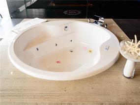 威凯圆型水力按摩浴缸带浴缸去水和地脚支架