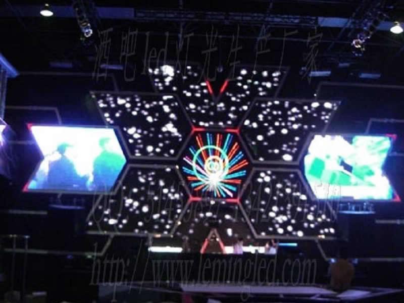 """深圳市乐明科技有限公司是一家集LED灯光产品及LED显示屏生产、研发、工程安装于一体的高科技企业。乐明科技装饰亮化事业,以LED为技术核心,专业亮化为方向,执着为酒吧、慢摇吧、夜总会、演艺吧、KTV、会所等娱乐休闲夜场及楼宇景观亮化提供解决方案、生产、工程、维护等专业服务。乐明产品追求创新与品质并重,包含LED显示屏、点光源、数码管、灯条、灯带等,可解决任意效果的夜场亮化需求。 针对目前中国LED灯光市场激烈的竞争环境,我司凭借强大的技术实力,以及敏锐的市场嗅觉,果敢制定营销策略:""""锁定酒吧、"""