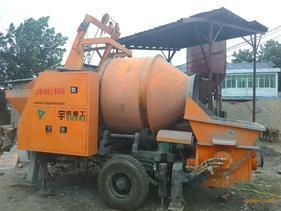 小型混泥土搅拌拖泵车载泵