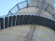 无锡烟囱平台旋转楼梯安装、Z形钢折梯安装、安装螺旋形爬梯