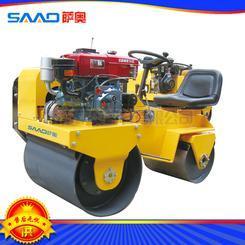 自重不到0.8吨的压实力2吨的座驾压路机
