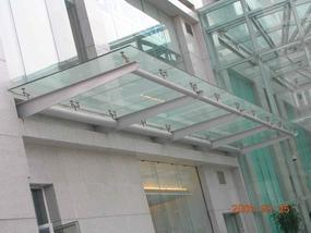 广州T形钢梁点式夹胶玻璃雨蓬