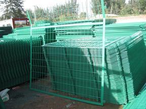 张家口1.8*3米成套框架护栏网厂家报价-高速公路专用护栏网批发