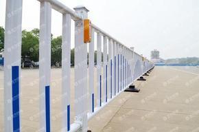 公里护栏系列\隔离栏杆(金为锌钢)