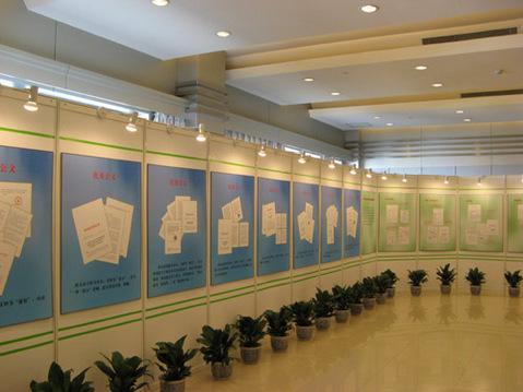 校园书画展活动方案_【广东哪里有校园书画展展示屏风展架材料买比
